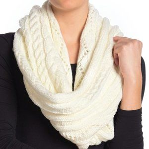 H&M White Knit Infinity Scarf